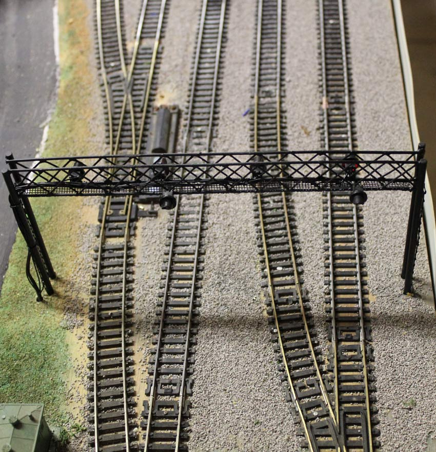 newest signal  bridge HO scale