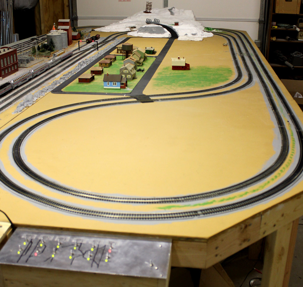 HO train layout March 13,2011
